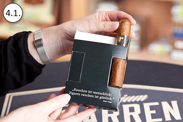 ZigarrenSchachtel.de Qualitätsgarantie: Einlegen der Zigarre in die Schiebeschachtel